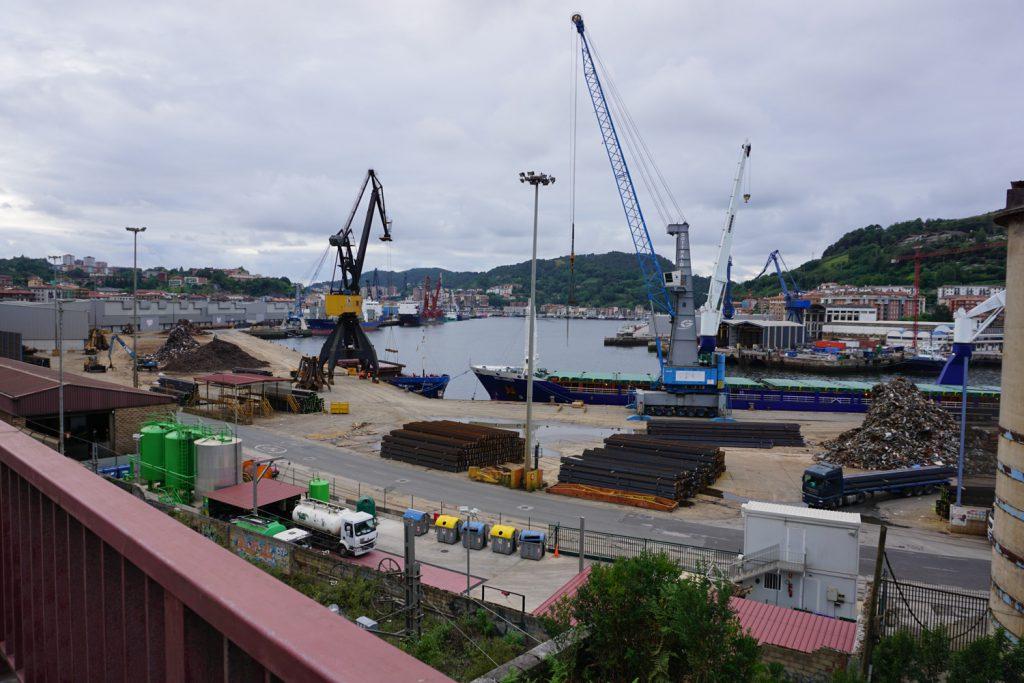 Blick auf Hafen von Lezo