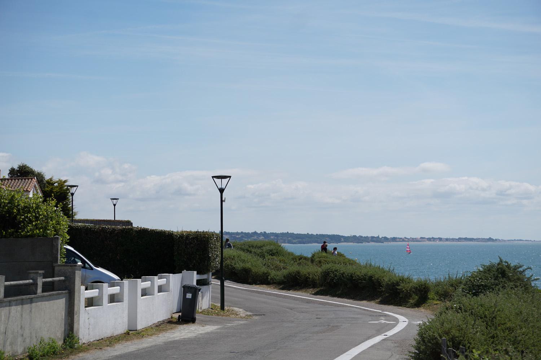 Radweg direkt am Meer mit Ausblick