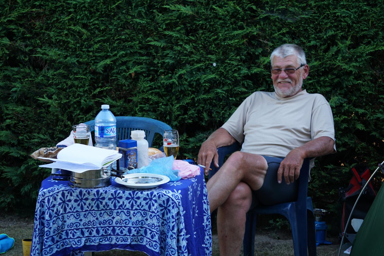 Luxus pur, Tisch, Stühle, frisch gezapftes Bier direkt am Zelt