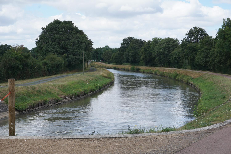 Kanal, an dem der Loire Radweg meistens verläuft