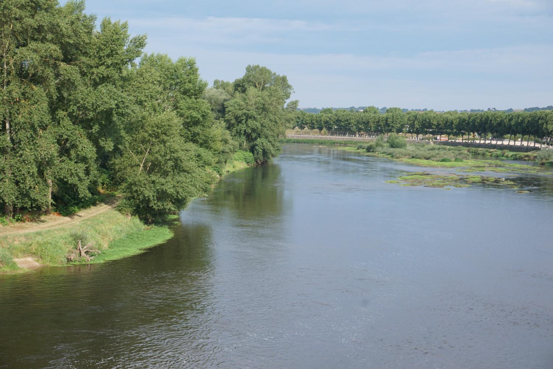 Überqueren der Loire, der Kanal wird über den Fluß geführt.