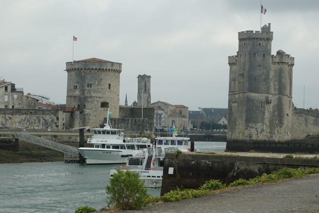 Die Einfahrt zum alten Hafen in La Rochelle