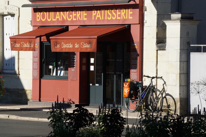 Croissant und erster Kaffee um 9 Uhr.
