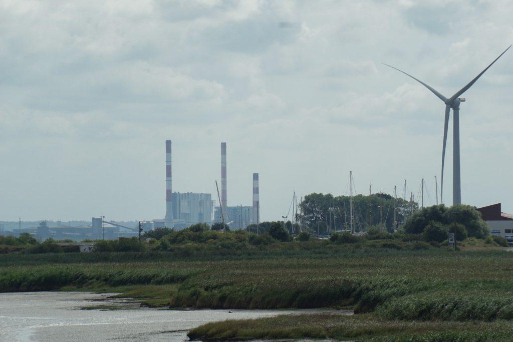 Die erste Windenergieanlage in Frankreich, die ich sehe, leider dreht sich da nix.