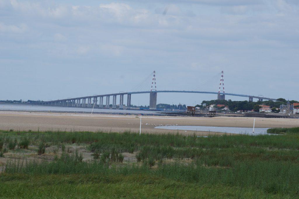 Brücke über die Loiremündung. Für Radfahrer wegen Steigung und Wind nicht zu empfehlen