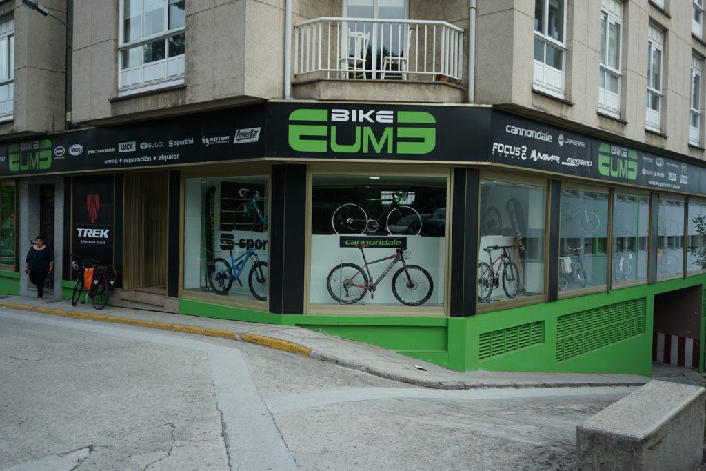 Super Fahrradladen mit Reparaturwerkstatt