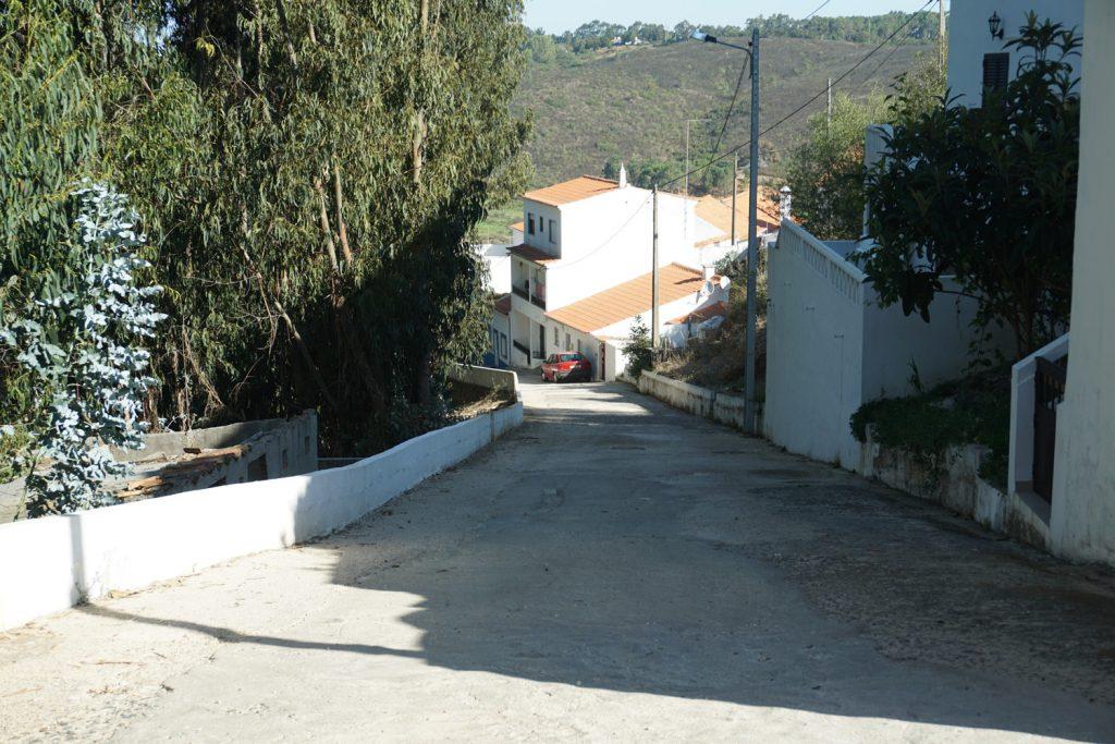 Statt Bundesstraße steile Straßen durch das Dorf