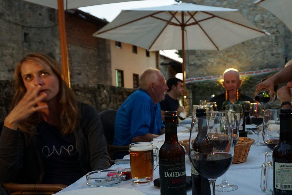 Abendessen mit Pilgern aus aller Welt