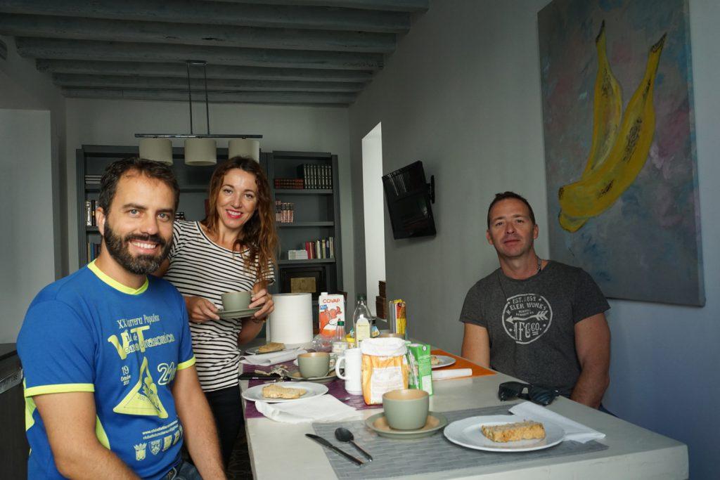 Frühstück mit dem Besitzer des Hostels und einem Paar aus Madrid
