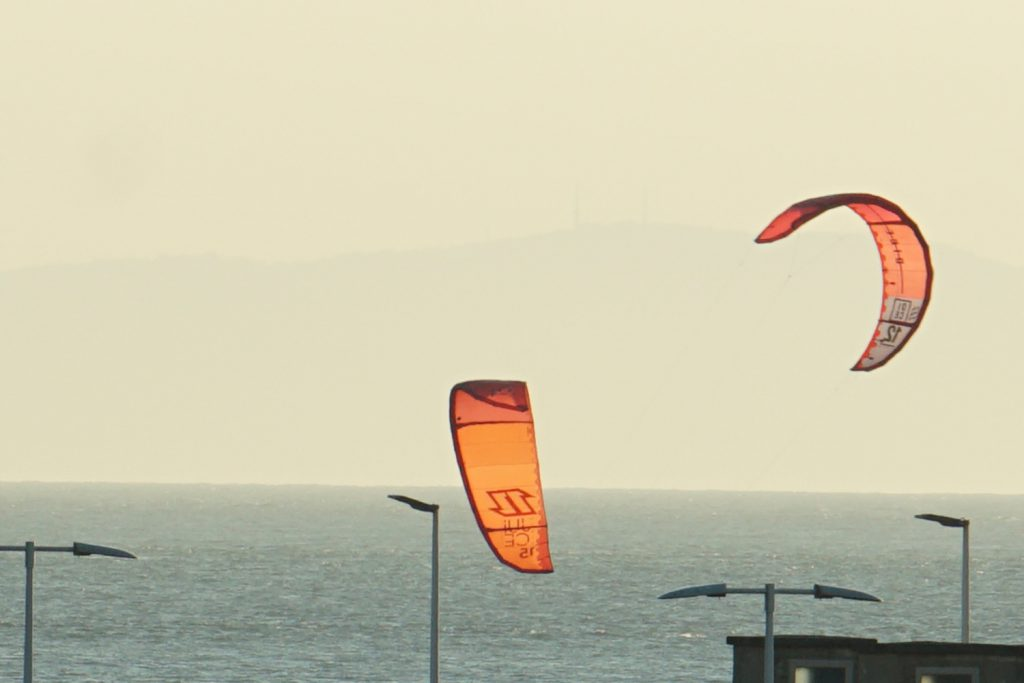 Kite-Surfer in der Abendsonne
