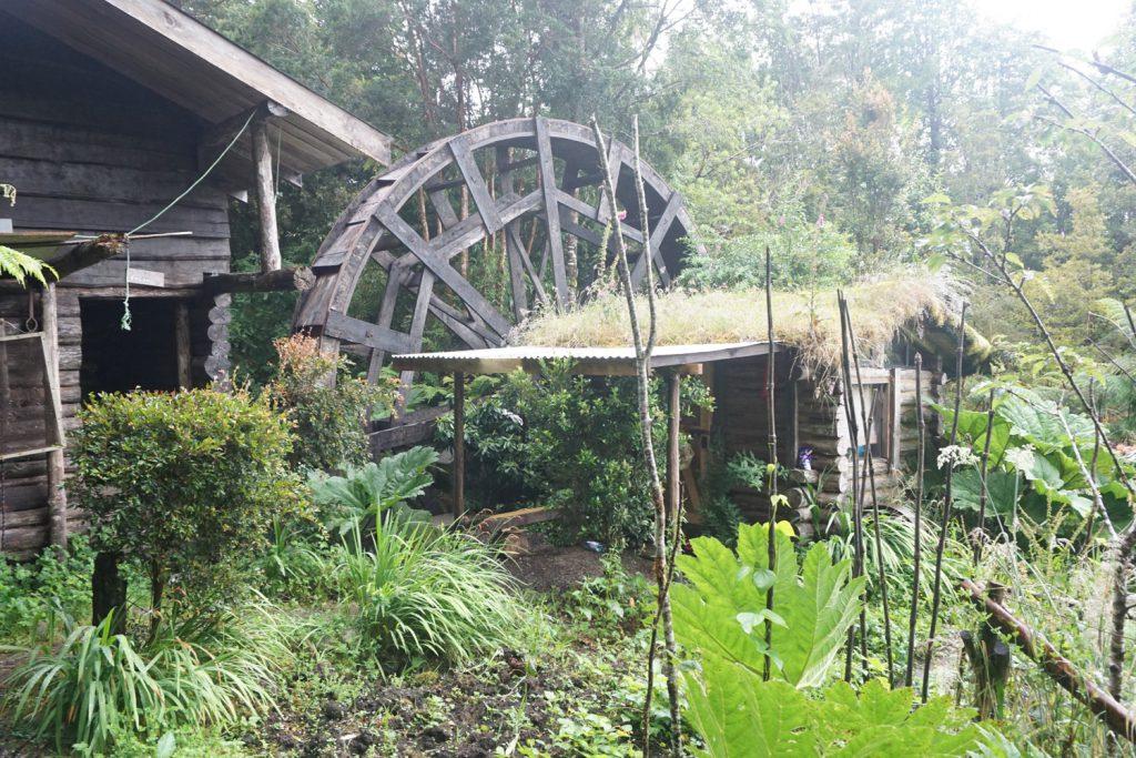 Wasserrad zur Stromerzeugung und Refugio zum Übernachten